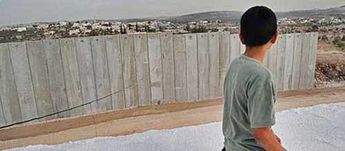 دیوار حائل در اراضی اشغالی